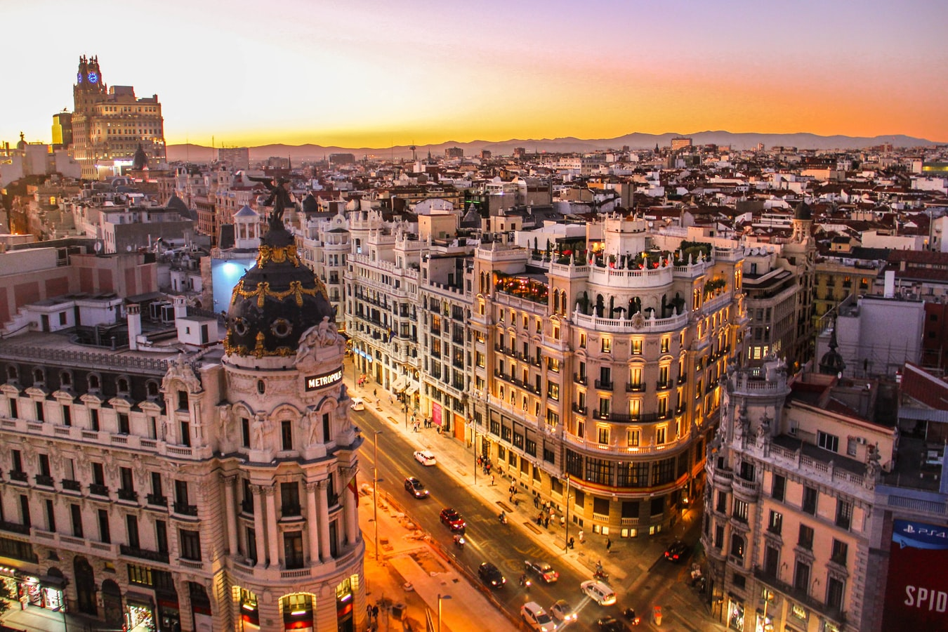 Sunset view of Gran Via in Madrid (Photo: Florian Wehde)